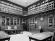 32. Antica sala di studio, ora biblioteca, in una foto d'epoca, alla fine degli anni Ottanta e oggi
